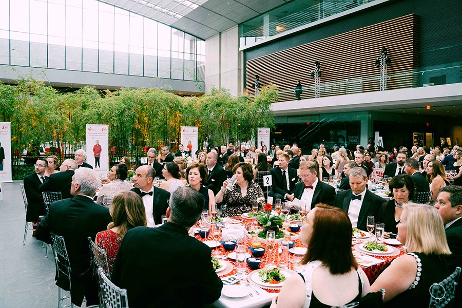fundraising events for non-profits | people eating dinner at a fundraiser