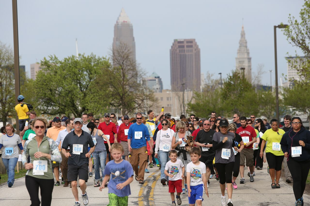 strategic event planning | large crowd of people running in a 4k event in cleveland